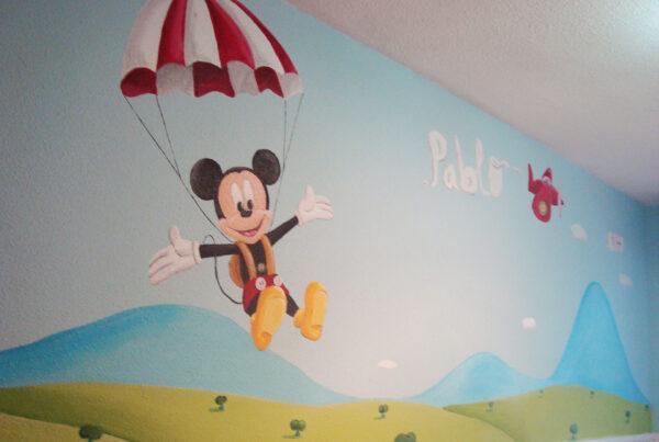 3.a Mural Disney Mickey Mouse en paracaidas